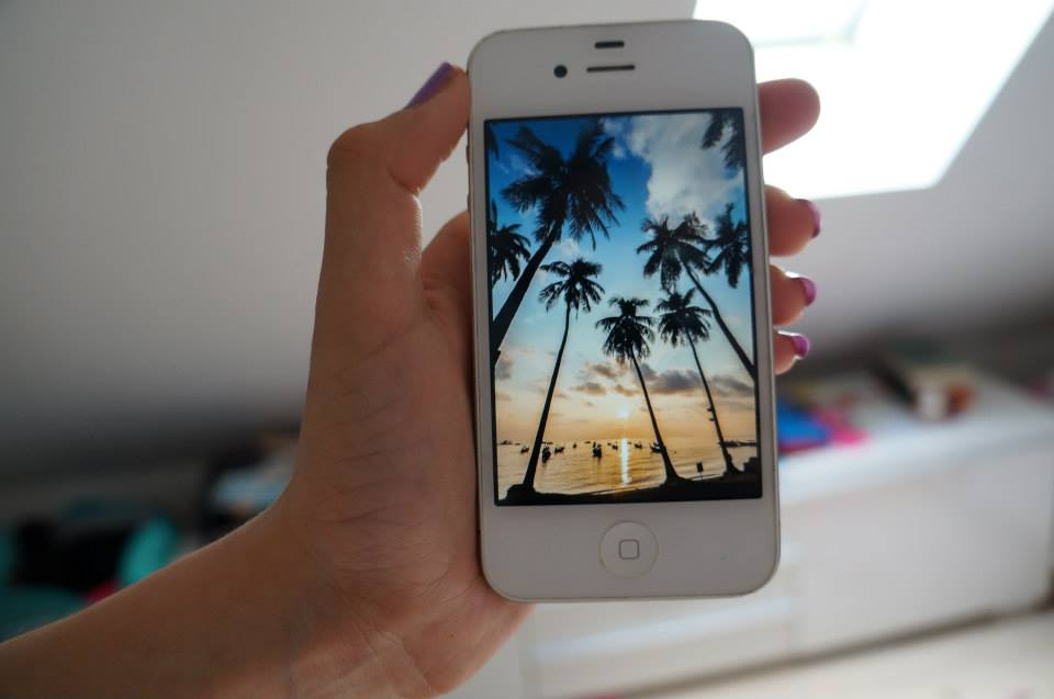 iphone-beach.jpg